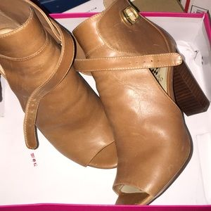 Vince camuto leather booties size 9